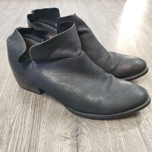 Seychelles Snare Booties Size 8